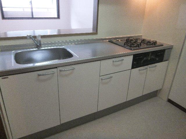 ラミーユ浦和ハイライズファースト・キャッスル 407号室のキッチン