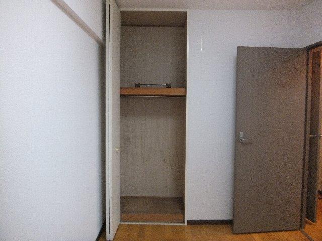 ラミーユ浦和ハイライズファースト・キャッスル 407号室の収納