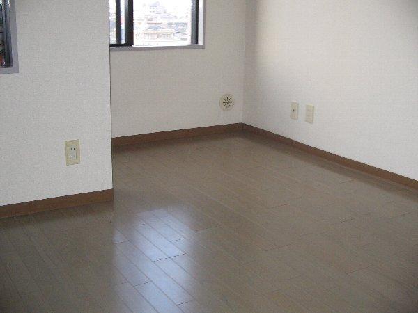 東玉川ハウス 401号室のリビング