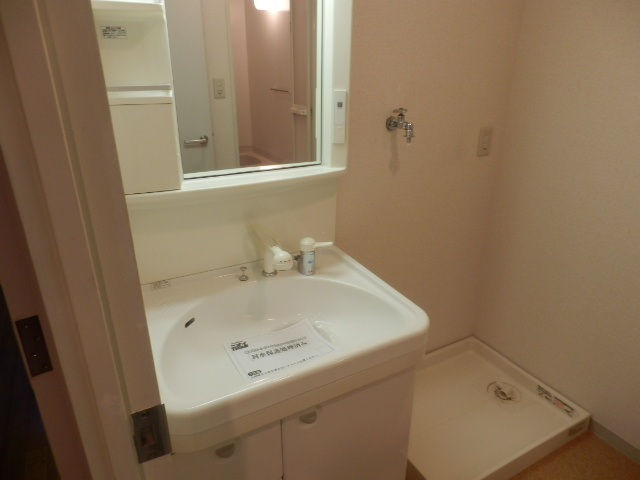 クレストガーデン自由が丘 301号室の洗面所