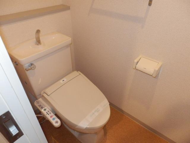 クレストガーデン自由が丘 301号室のトイレ