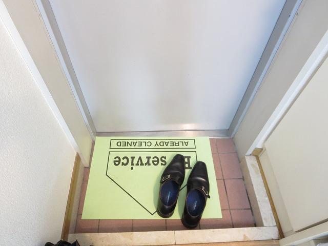 ルーニィ平町 202号室の玄関