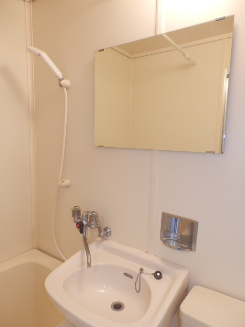 エトワール等々力 106号室の洗面所
