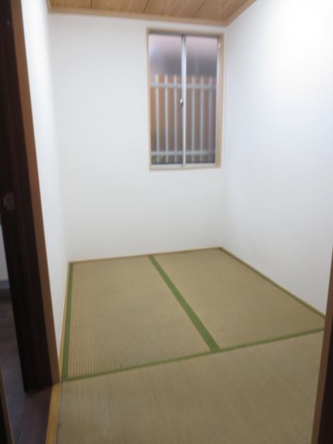 スターハイツ 102号室の居室