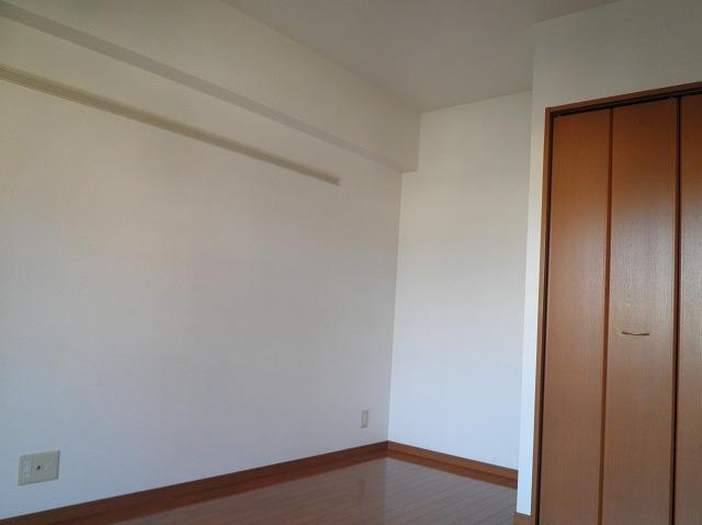 ルネス木嶋 302号室のリビング