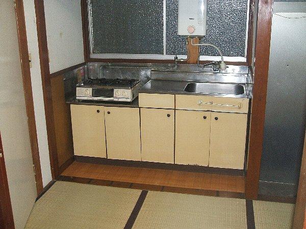 白梅荘 202号室のキッチン
