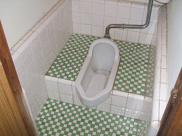 白梅荘 202号室のトイレ