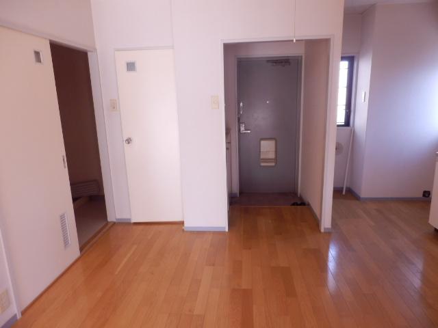 エクセレント駒沢 205号室の玄関