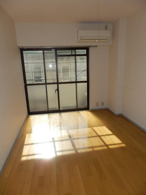 エクセレント駒沢 205号室のリビング