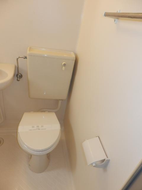 八雲ハウス 201号室のトイレ
