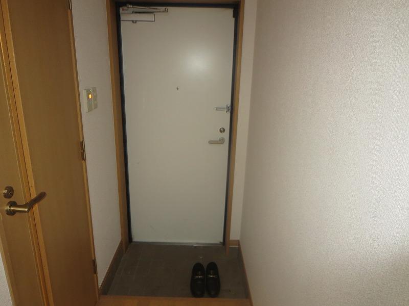 コリーヌ平町 四番館 104号室の玄関