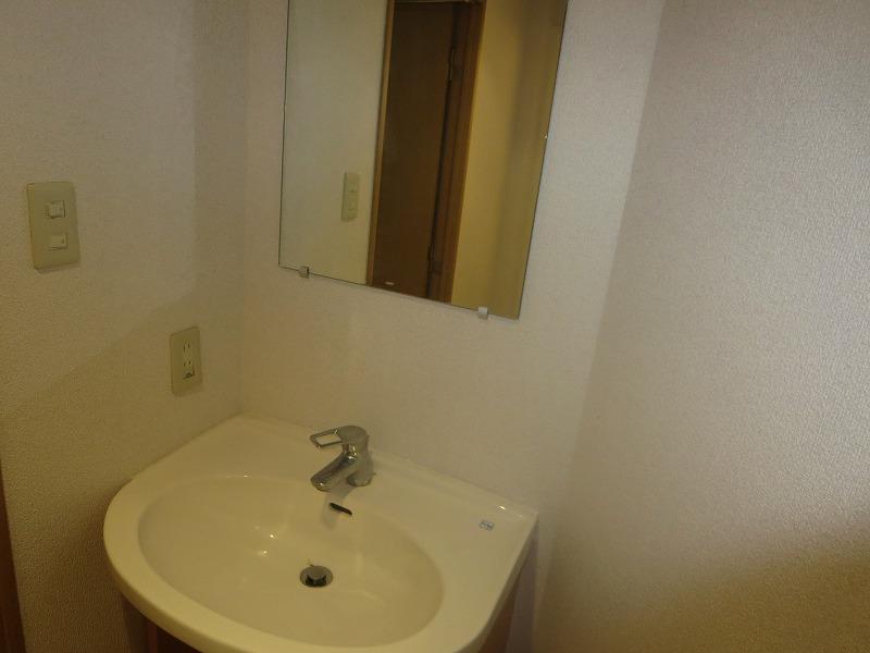 コリーヌ平町 四番館 104号室の洗面所