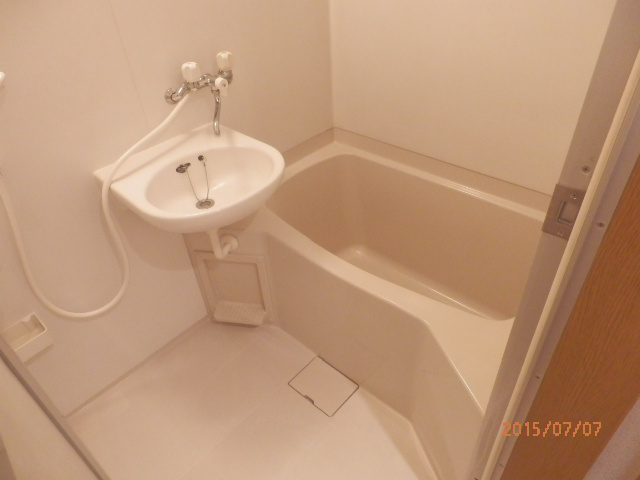 チェリーメゾン自由が丘 202号室の風呂
