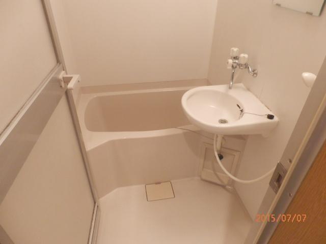 チェリーメゾン自由が丘 203号室の風呂