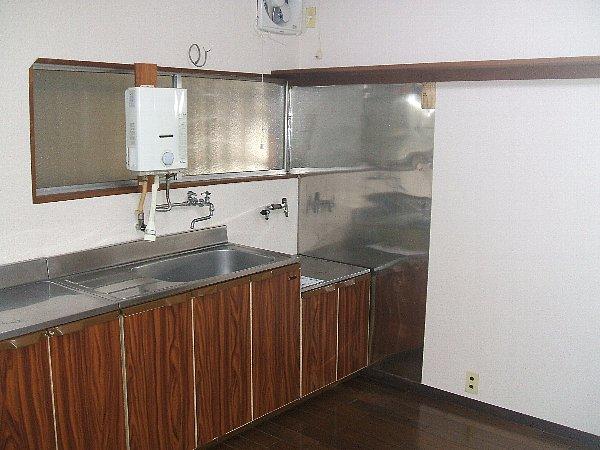 チェリーハイツ 102号室のキッチン