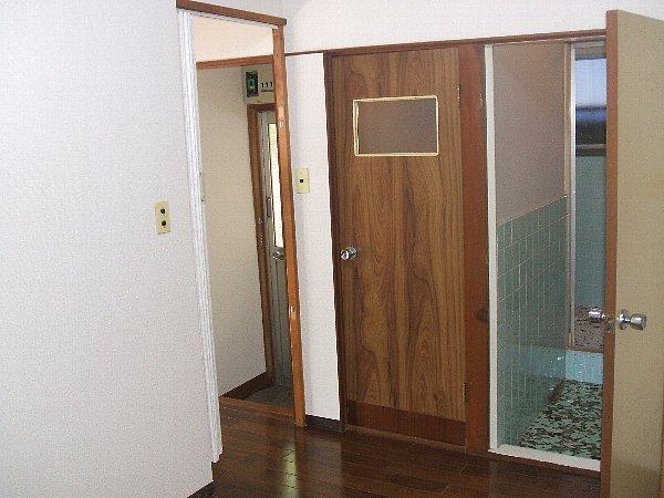 チェリーハイツ 102号室の玄関