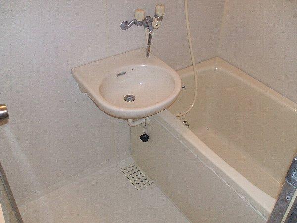 セシリア奥沢 201号室の風呂