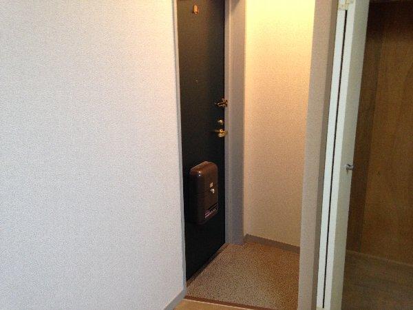メゾン水谷 101号室の玄関