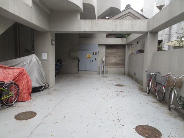 チッタカーサビアンカ 303号室の駐車場