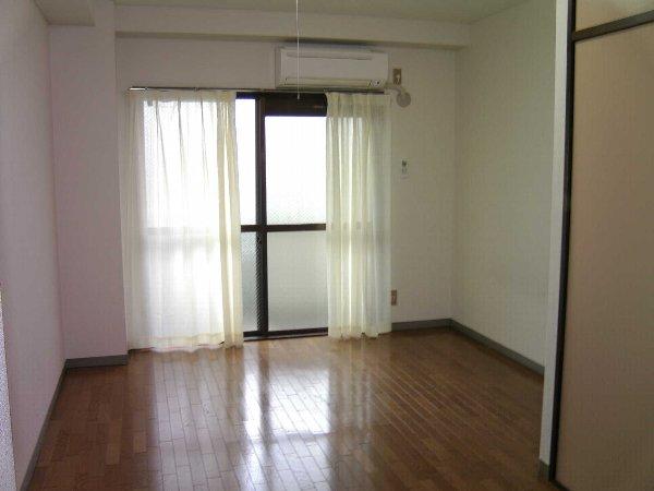 グレンハイツ 203号室のリビング