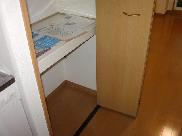 オークラ綱島ビルⅢ 302号室の収納