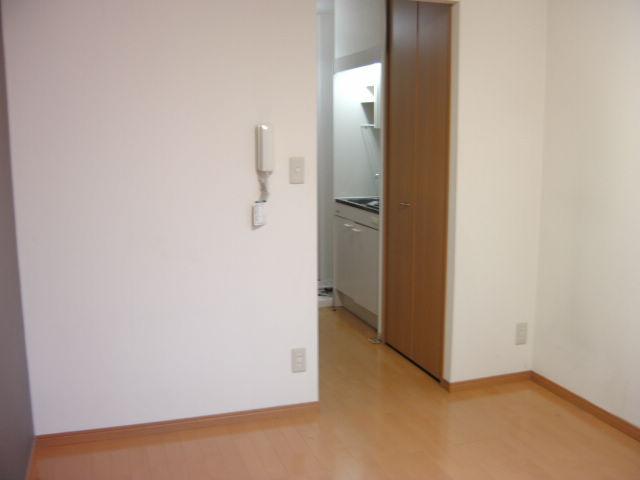 オークラ綱島ビルⅢ 302号室のリビング