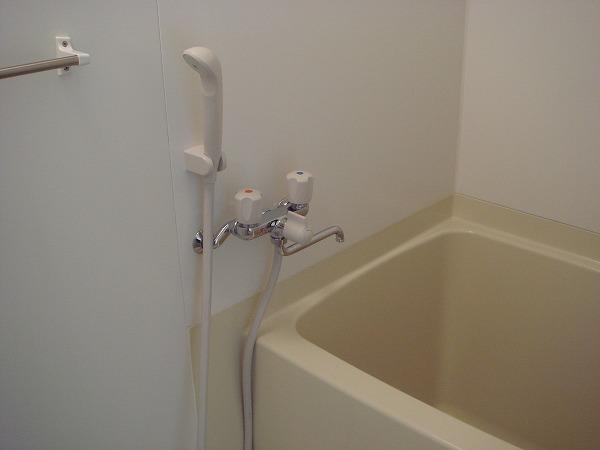 第13菊地ビル 4F号室の風呂