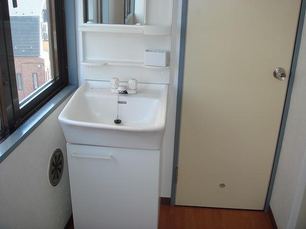 第13菊地ビル 4F号室の洗面所