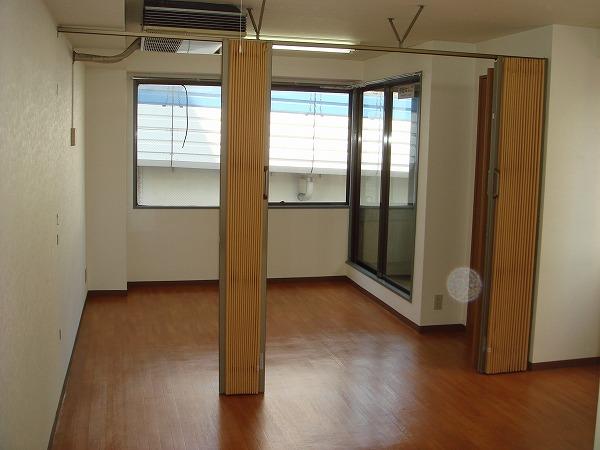 第13菊地ビル 4F号室のリビング