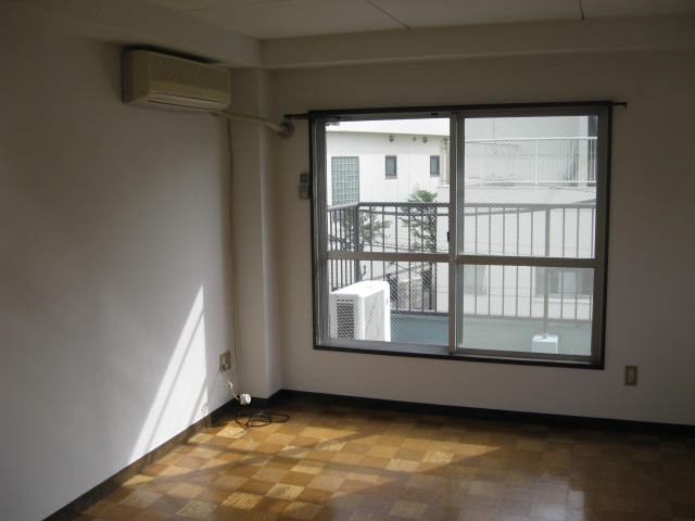 マツヤハウス 302号室のリビング