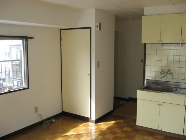 マツヤハウス 302号室の居室