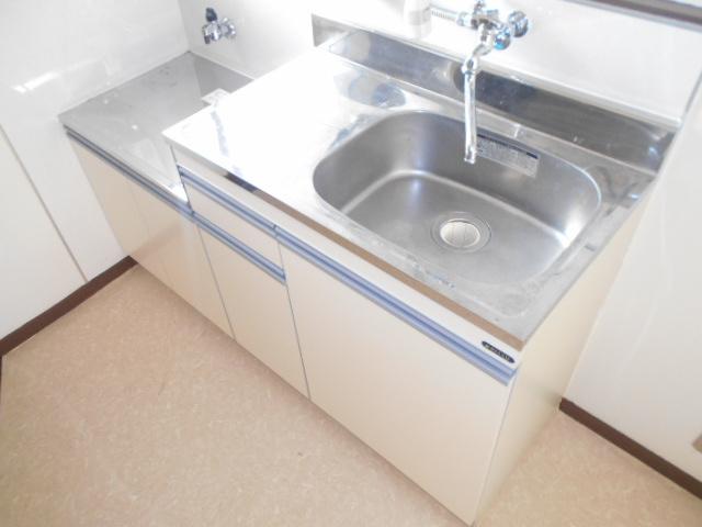 コーポ・コトブキ 202号室のキッチン