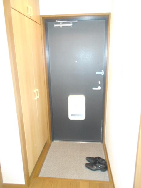 メゾン リベ 203号室の玄関