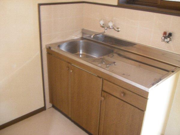 コスモハイツ極楽 105号室のキッチン