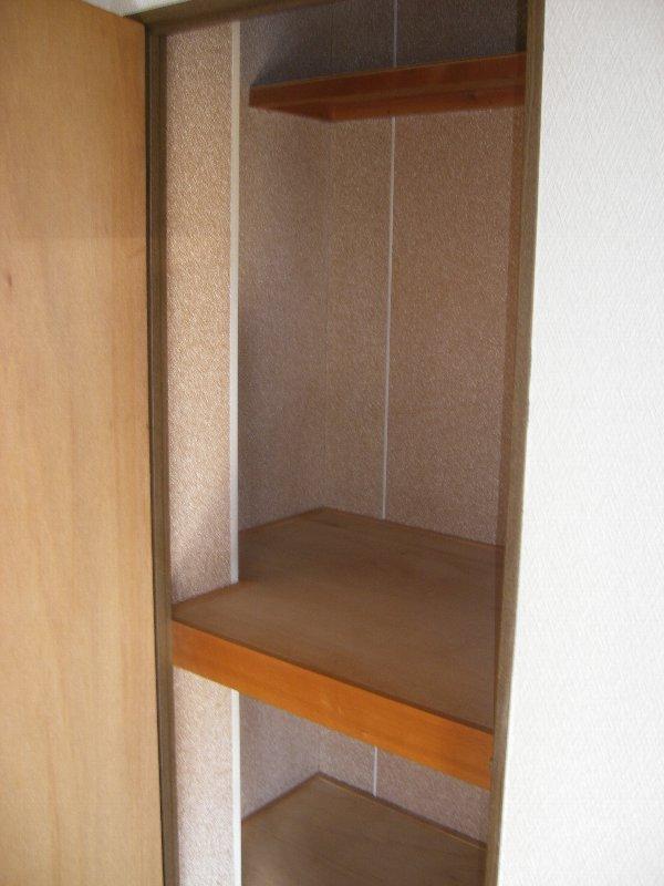 コスモハイツ極楽 105号室の収納