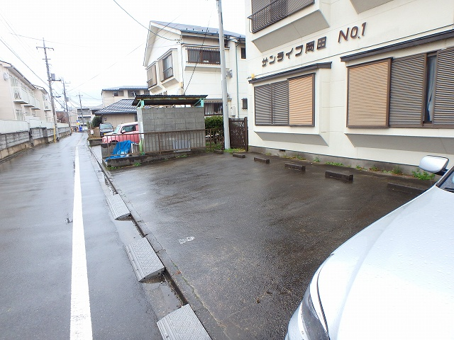 サンライフ岡田1 1-201号室の駐車場