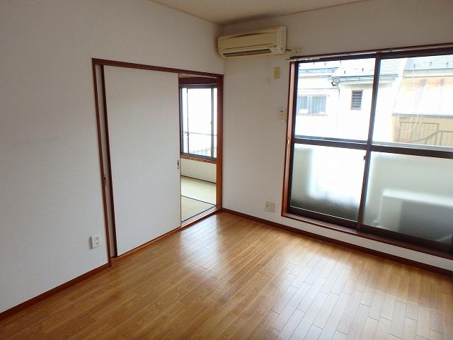 サンライフ岡田1 1-201号室のリビング