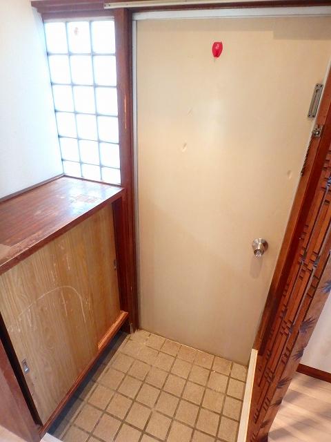 第2コーポ和光 201号室の玄関
