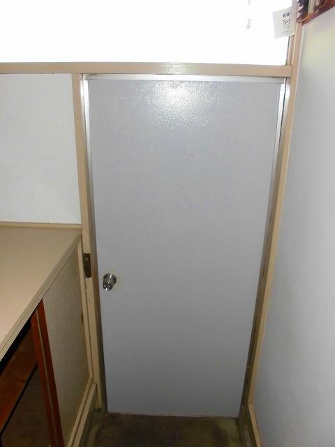 みど里荘 102号室の玄関