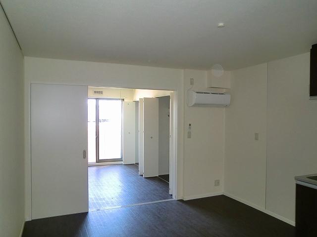 コンフォート・ウィズ・ドルチェ 103号室のリビング