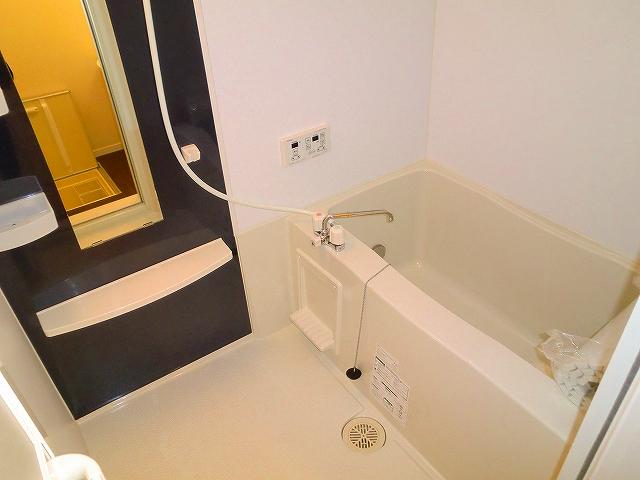 コンフォート・ウィズ・ドルチェ 103号室の風呂