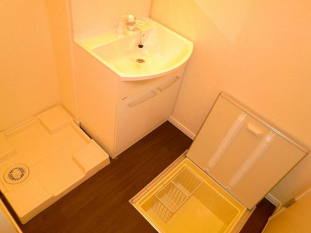 コンフォート・ウィズ・ドルチェ 103号室の洗面所