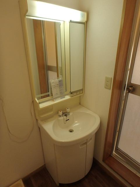 エミネンス 101号室の洗面所