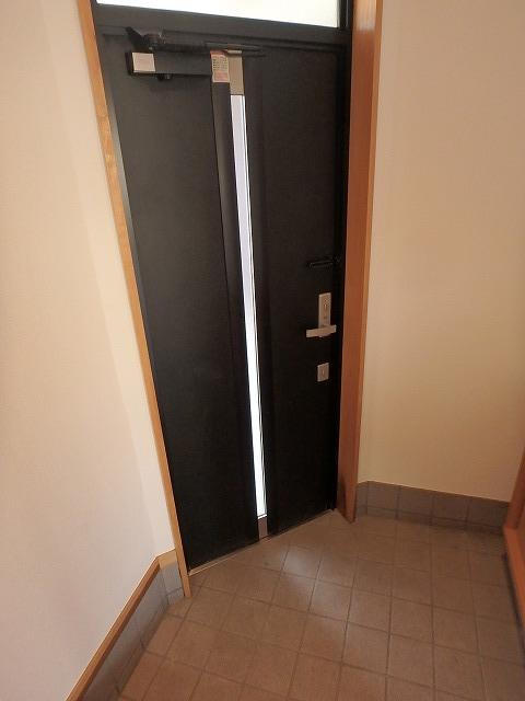 エミネンス 101号室の玄関