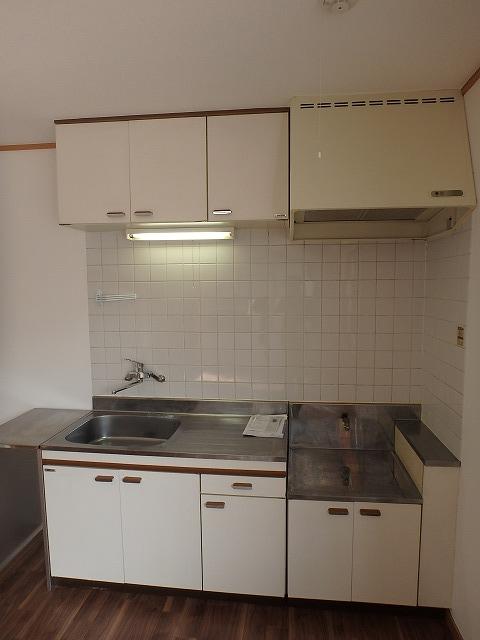 エミネンス 101号室のキッチン