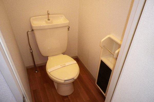 ドルフ北烏山C 206号室のトイレ
