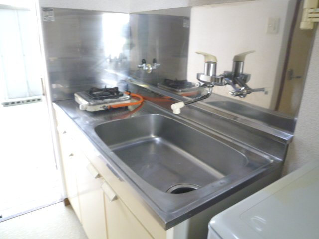 ハイツアミーゴ 108号室のキッチン