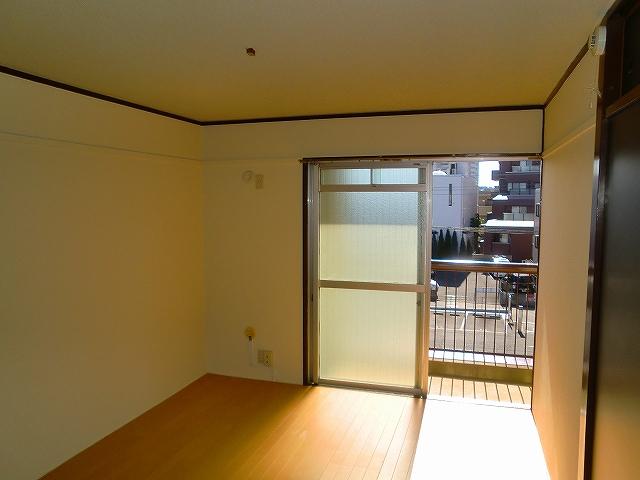 鈴木ハイツ 305号室のリビング