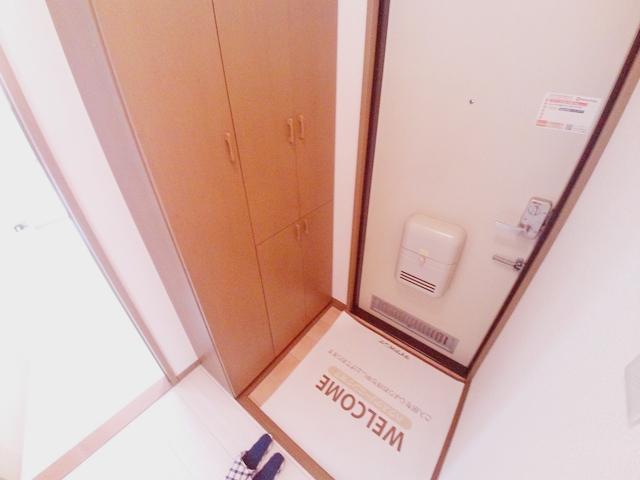 エコーハイツマルオカ 205号室の玄関