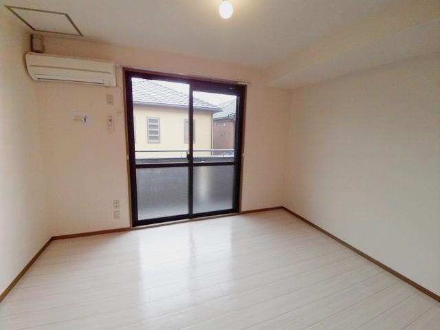 エコーハイツマルオカ 205号室の居室